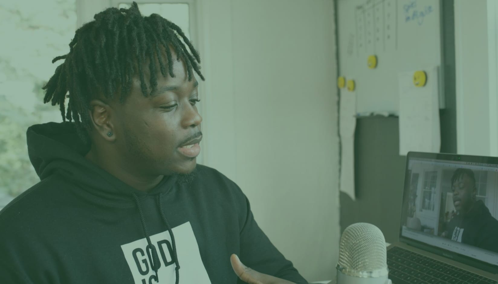 Top 6 Coworking Podcasts for Everyday Listen (+ Audio Marketing Tips)